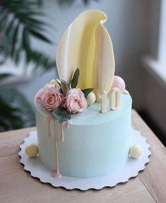 New Birthday Flowers Cake Desserts Ideas Fondant Flower Cupcakes, Fondant Cakes, Cupcake Cakes, Fondant Flowers, Cake Decorating Videos, Cake Decorating Techniques, Nake Cake, Funny Cake, Crazy Cakes