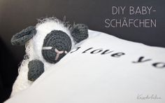 Kuscheltiere häkeln | Schlafendes Baby-Schaf