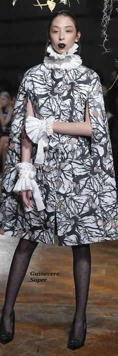 Giles Fall 2015 High Fashion, Fashion Beauty, Winter Fashion, Little White, Black And White, Giles Deacon, Cardigans, Sweaters, Capes