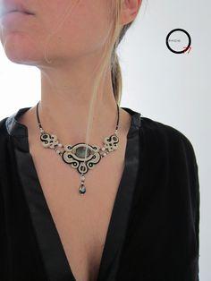 Girocollo soutaches bianco, beige e nero, perle e medaglione in Ossidiana dorata, cristalli ed elementi in argento indiano, perle baguettes. Design Giada Zampar -Opificio77-