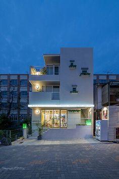 理美容院。地下1階、地上3階建ての狭小地利用の店舗付き住宅です。店舗デザイン;名古屋 スーパーボギー http://www.bogey.co.jp
