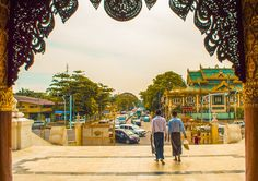 Exploring Shwedagon Pagoda in Yangon, Myanmar | Travel blog Yangon, Myanmar | What to do in Yangon | Yangon | My time in Yangon | 48 hours in Yangon | Shwedagon Pagoda | Temple | Best photos of Yangon | Solo Female Travel | Backpackers Wanderlust |