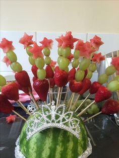 Magic wand fruit kebabs. Princess party
