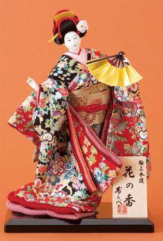 ◆贈り物に最適なコンパクトサイズの日本人形。