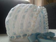 Capota blanca y azul para bebe de hilo de perlé maxima calidad