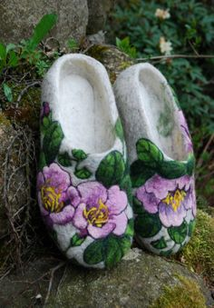 Shop for slippers on Etsy, the place to express your creativity through the buying and selling of handmade and vintage goods. Wool Shoes, Felt Shoes, Wet Felting, Needle Felting, Art Boots, Felted Wool Slippers, Wool Embroidery, Ornament Tutorial, Felt Hearts