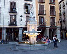 Madrid de los Austrias  Fuente de Orfeo, en la Plaza de la Provincia. Se trata de una reproducción del siglo XX de la estructura original acabada en 1629.