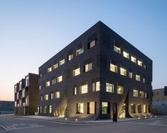 Gallery of MU:M Office Building / Wise Architecture - 2