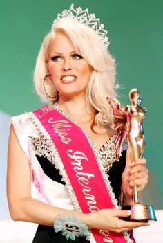 """Mimi Marks won the """"World's Most Beautiful Transsexual Contest"""" in She's now an entertainer who performs shows in The Baton Show Lounge in Chicago. Janet Jackson Music Videos, Ford Modeling Agency, Carmen Carrera, Holly Brown, Most Beautiful, Beautiful Women, How To Look Handsome, After Life, Beauty Pageant"""