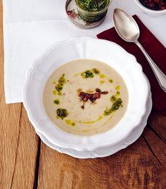 Maronen-Kartoffel-Suppe: Karamellisierte Maronen, Kresseöl und Steinpilzsalz überraschen in der samtigen Suppe.