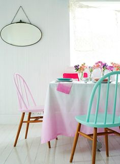 Fun DYI idea. Love these chairs.