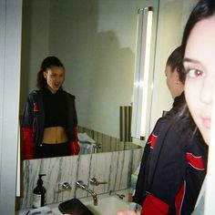 Find images and videos about model, kendall jenner and bella hadid on We Heart It - the app to get lost in what you love. Disposable Film Camera, Kendalll Jenner, Film Pictures, Film Aesthetic, Friend Pictures, Film Photography, Look Fashion, Fasion, Pretty People