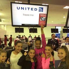Flying home ✈️ bye Australia! Mackenzie Ziegler, Maddie Ziegler, Dance Moms Dancers, Dance Moms Girls, Kendall Vertes, Sia Video, Watch Dance Moms, Australia Tours, United Airlines