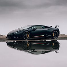 <<<Wild Italian Heritage>>>|| FOLLOW @SupercarsBuzz for More || Credits: @guywithacamera || #lamborghini #huracan #performante