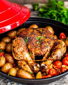 This Moroccan Style Roast Chicken and Potatoes is slowly cooked in a tagine and filled with intense Moroccan flavor. 5 minute prep time is all you need for this delicious dinner with a twist! Diy Top, Tagine Cooking, Roast Chicken Recipes, Roast Chicken Dinner, Turkey Recipes, Fall Recipes, Yummy Recipes, Cooking Recipes, Roasted Chicken And Potatoes