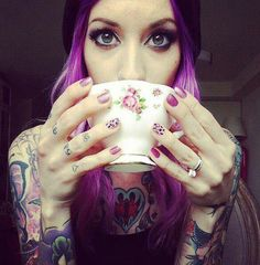 Olivia, with her purple hair. Just take away the tattoos Tattoo Girls, Girl Tattoos, Tattoos For Women, Tattooed Women, Hot Tattoos, Body Art Tattoos, Finger Tattoos, Fake Tattoo, Photo Grid