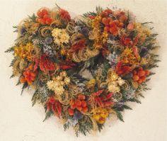 Dried Flower Heart Wreath Dried Flower Wreaths, Wreaths And Garlands, Dried Flower Bouquet, Dried Flowers, Dried Flower Arrangements, Heart Wreath, Flower Crafts, Decorating Tips, Flower Designs