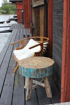 Nowy Fotel -tuoli ja kierrätyspuusta valmistettu pöytä  www.sasusplayhouse.net