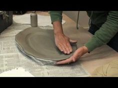 Beth Woll takes a slab and uses a press mold and some clay slip to make a beautiful low-fire platter. Hand Built Pottery, Slab Pottery, Pottery Plates, Ceramic Pottery, Ceramic Techniques, Pottery Techniques, Pottery Lessons, Clay Plates, Pottery Videos