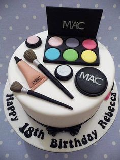 Birthday is a special day for everyone, and a perfect cake will seal the deal. Fantasy fictions create some of the best birthday cake ideas. Make Up Torte, Make Up Cake, Girly Cakes, Fancy Cakes, Pretty Cakes, Cute Cakes, Gorgeous Cakes, Mac Cake, Bolo Fondant