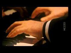 Beethoven Sonata N° 04  Pianist: Daniel Barenboim                     Ludwig van Beethoven's Piano Sonata No. 4, in E-flat major, Op. 7, sometimes nicknamed the Grand Sonata, dedicated to his student Babette Countess Keglevics, has