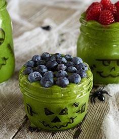 Frankenstein Smoothierecipe from Horizon. Healthy Smoothies, Healthy Drinks, Green Smoothies, Nutribullet Recipes, Smoothie Recipes, Halloween Party Treats, Smoothie Cleanse, Frankenstein, Hot Chocolate