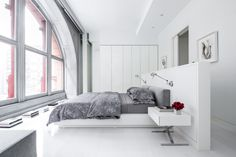 History Meets Modern Luxury At The Bleecker Street Loft in NoHo New York City. Bedroom Loft, Home Bedroom, Modern Bedroom, Bedroom Decor, Bedroom Ideas, Decor Room, Bed In Middle Of Room, Modern Luxury, Interior Design