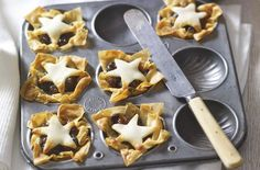 Filo pastry mince pies are so easy to make and ready in 30 minutes, with a crispy base, plenty of mincemeat and a sweet marzipan top. Serve hot or cold, everyone will love them Best Mince Pies, Homemade Mince Pies, Pastry Recipes, Pie Recipes, Baking Recipes, Christmas Buffet, Christmas Baking, Christmas Recipes, Christmas Cakes