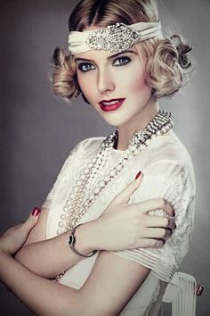Go for a Gatsby -inspired look by accenting your curled bob with a pretty hair accessory. See more Gatsby -inspired beauty looks here . Great Gatsby Fashion, Great Gatsby Wedding, 1920s Wedding, Great Gatsby Makeup, 1920s Makeup Gatsby, Roaring 20s Makeup, 1920 Makeup, 1920s Fashion Women, Vintage Style Wedding Dresses