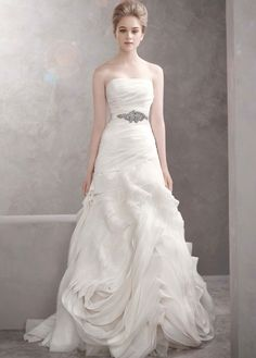 Vera Wang Vw351011 Wedding Dress. Vera Wang Vw351011 Wedding Dress on Tradesy Weddings (formerly Recycled Bride), the world's largest wedding marketplace. Price $800.00...Could You Get it For Less? Click Now to Find Out!