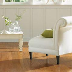 madera + algunos muebles blancos
