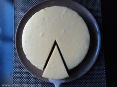 Tarta de chocolate blanco y mermelada de frambuesa The Guilty, Cheese, Sweet, Desserts, Guilty Pleasure, Food, Cupcake, Sweet Recipes, Pastries