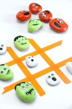 Super Cute Spooky Tic Tac Toe Game using Halloween Painted Rocks! This would be a fun craft to do with kids!