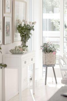 Life's Silverlining and I Foto_Inredning_Resor_Stil & Skönhet, White sideboard Baazar, livingroom, diningroom,