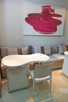 Interiorismo Blog: DISEÑO LOCAL: O.P.I Nail Bar Manicure Y Pedicure, Nail Spa, Salon Business Plan, Eyelash Studio, Manicure Station, Opi, Home Nail Salon, Spa Design, Nail Design