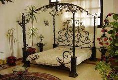 Model pat cu baldachin din fier forjat