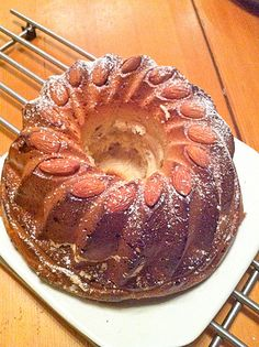 Kougelhopf with Thermomix - pistachios and co - Trend Cake Toppings 2019 Sweet Recipes, Cake Recipes, Dessert Thermomix, Bakers Yeast, Cooking Chef, Cake Toppings, Savoury Dishes, Tupperware, Food And Drink