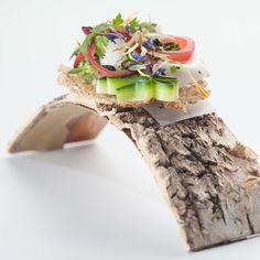 Die innovativen Gerichte im Restaurant Lorenz Adlon Esszimmer werden ebenso einzigartig präsentiert| www.cremeguides.com