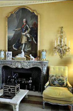 London home interior designer Michael Inchbald ( ) Monochromatic Room, English Interior, Classic Living Room, Interior Decorating, Interior Design, Beautiful Interiors, French Interiors, English Style, Mellow Yellow