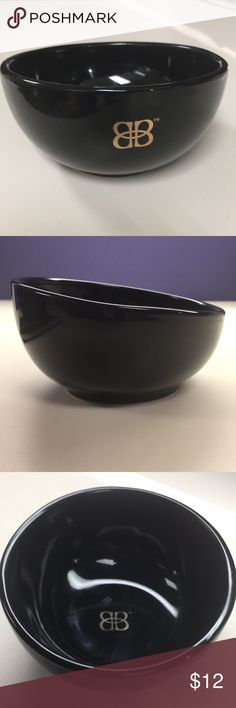 Baileys Snack Bowls Very nice snack bowls with Bailey's BB logo.  They have a cool slope to the front design.  They are elegant and great for entertaining.  They are new and never used.  Dishwasher safe but not microwaveable due to the metallic printing of the logo. Other