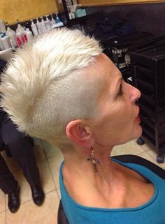 awesome Who else LOVE seeing mature women with short modern hairstyles? Super Short Hair, Short Grey Hair, Short Hair Cuts, Short Hair Styles, Pixie Cuts, Mohawk Hairstyles, Modern Hairstyles, Undercut Mohawk, Short Undercut