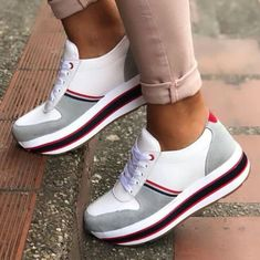 new Ideas sneakers bershka tennis Best Sneakers, Casual Sneakers, Sneakers Fashion, Tennis Sneakers, Tommy Shoes, Clearance Shoes, Sneaker Boots, Platform Sneakers, Beautiful Shoes
