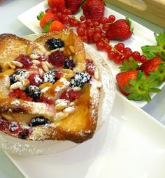 Try our delicious Cinnamon French Toast and Berry Compote recipe as part of your weight loss diet plan. Join your nearest Unislim class for more recipes, advice and support! Slow Cooker Breakfast, Savory Breakfast, Breakfast Dishes, Breakfast Recipes, Overnight Breakfast, Brunch Dishes, Breakfast Items, Crock Pot Slow Cooker, Slow Cooker Recipes