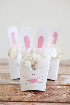 Cute Easter bunny treat boxes! Add any treat you want to these cute gift boxes.: