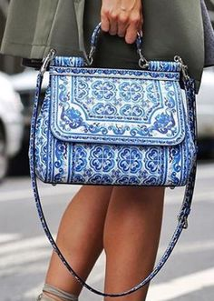 Trendy Women's Purses : Dolce & Gabbana Bag Stylish Handbags, Fashion Handbags, Purses And Handbags, Fashion Bags, Womens Fashion, Ladies Fashion, Satchel Handbags, Unique Handbags, Leather Handbags