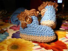 crochet boots scarpine tipo UGG https://www.facebook.com/UnaTiraLAltra http://ricamomagliaecucito.blogspot.it/