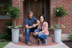 See the inspiration behind the Scrivano home, episode 4 of Fixer Upper. View all the photos and see ideas such as how to style bookshelves and built-ins! Jo Gaines, Joanne Gaines, Chip Gaines, Video Vintage, Magnolia Farms, Magnolia Homes, Bookshelf Styling, Bookshelves, Elderly Home