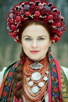 Ukrainisch mit Kokoschnik
