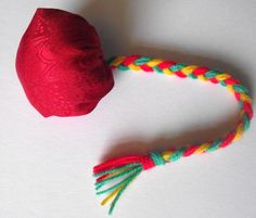 New Zealand Poi Craft---Poi are balls on strings that Maori women manipulate in a special dance with great skill Camping Crafts, Fun Crafts, Crafts For Kids, Arts And Crafts, Multicultural Crafts, Waitangi Day, International Craft, Australia Day, Australia Crafts