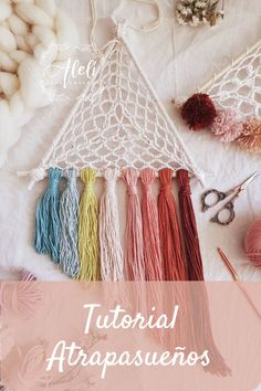 Crochet Home, Crochet Gifts, Knit Crochet, Dream Catcher Patterns, Diy Crafts For Girls, Crochet Mandala, Macrame Tutorial, Moon Dreamcatcher, Dreamcatchers